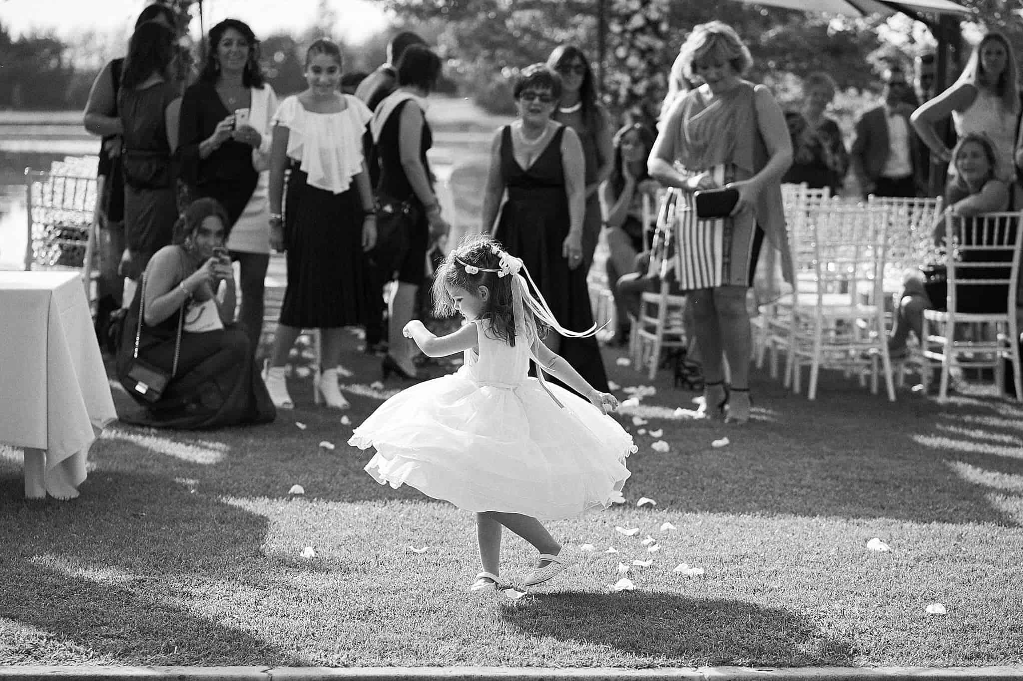 Bimba che balla in attesa degli sposi, Sony A9
