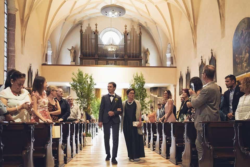 ingresso dello sposo fotografo per matrimoni Brescia